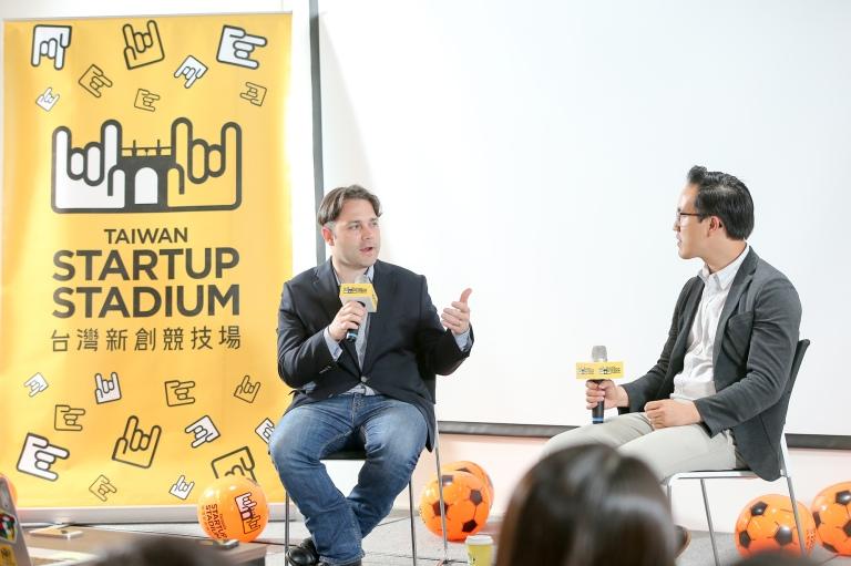 1. 紐約市媒體實驗室執行總監 Justin Hendrix 及 Vayner Capital 投資家 Shawn Cheng 於台上對談現在VR創業界的情況
